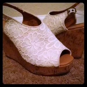 👠Maurices👠 Lace front wedges. Size 9